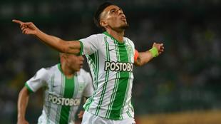 Muñoz corre a celebrar un gol ante Huracán por la Sudamericana.