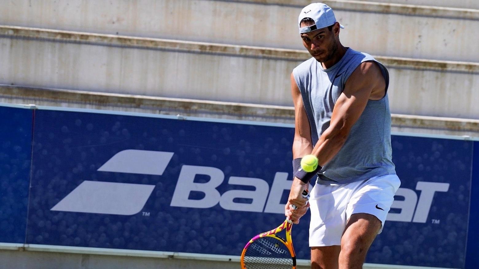 Rafael Nadal entrena.