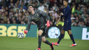Courtois, durante un partido con el Real Madrid
