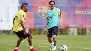 Leo y Vidal, en una práctica con el Barcelona.