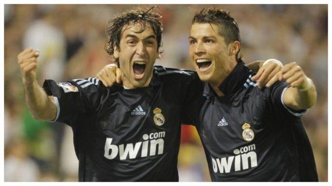 Raúl celebra con Cristiano el que fue su último gol con el Real...
