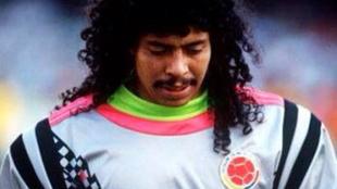 Higuita durante un partido con la Selección.