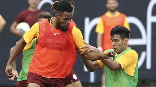 Christian Luyindama ante la marca de Falcao en una práctica del...