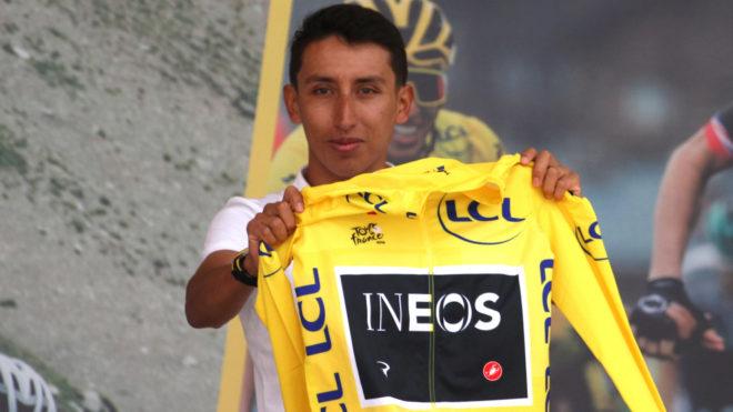 Egan sostiene el maillot amarillo tras ganar el Tour de Francia 2019