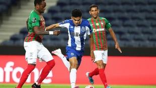 Luis Díaz, durante una acción de juego en el partido entre el Porto...