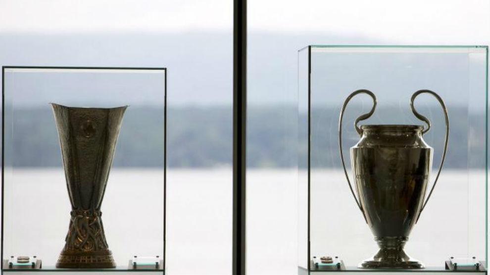 Los trofeos de la UEFA Europa League y Champions League, en Nyon