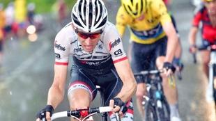Bauke Mollema corriendo el Tour de Francia en 2016 con el Trek...