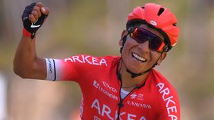 Nairo Quintana sonríe durante una etapa de la París-Niza a principio...