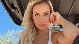 La golfista Paige Spiranac posa para una fotografía.