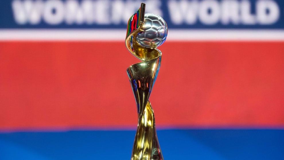 El trofeo que levantarán las campeonas.