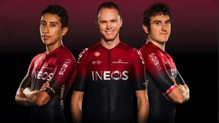 Egan Bernal, Chris Froome y Geraint Thomas  con la indumentaria del...