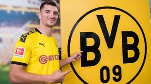 Meunier ya posa como jugador del Borussia Dortmund