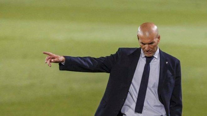 Zidane, durante un partido tras el parón por la pandemia