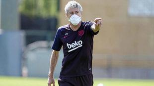 Setién, durante un entrenamiento con el Barcelona