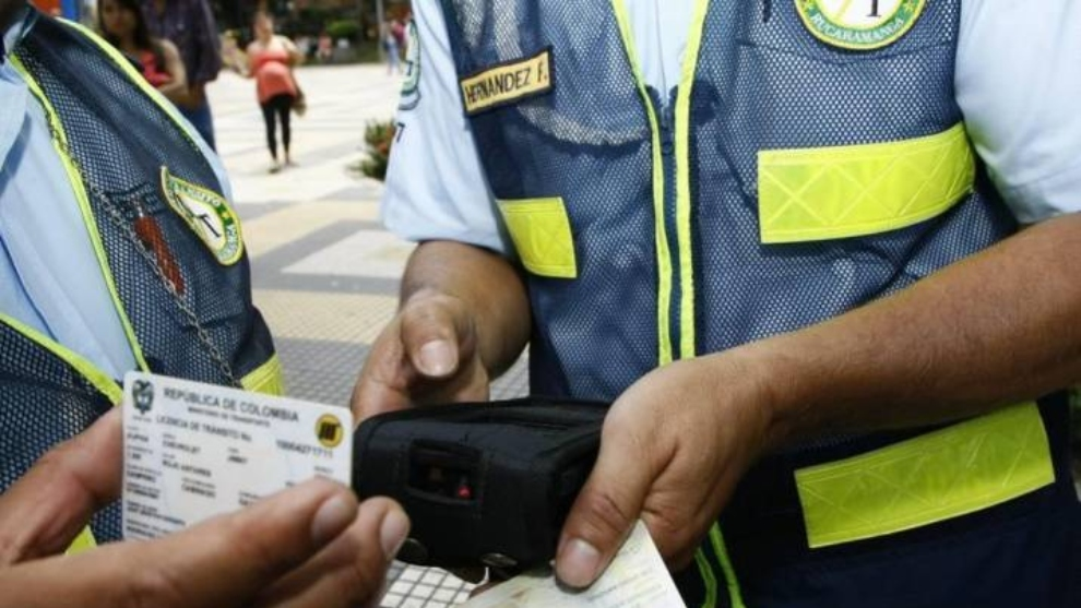 Autoridades de transporte hacen control