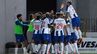 Los jugadores del Porto celebran el gol frente a Paços de Ferreira.