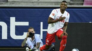 Jhon Córdoba celebra el tanto anotado ante el RB Leipzig