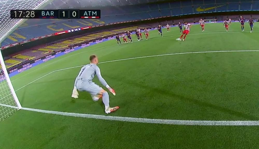 Ter Stegen, con los dos pies por delante de la línea de gol