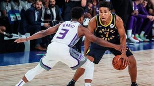 Una acción de juego entre los Kings y los Pacers.