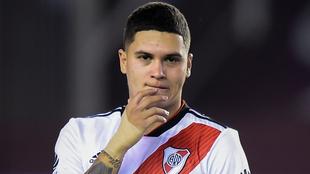 Quintero, pensativo en un juego con River Plate.