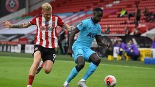 Dávinson Sánchez durante el partido entre Tottenham y Sheffield