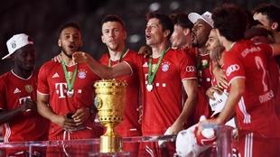 Los jugadores del Bayern Múnich celebran la Copa de Alemania.