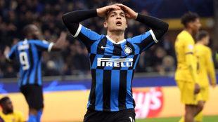 Lautaro Martínez se lamenta tras una ocasión fallada con el Inter