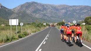 Equipo femenino de España, durante un entrenamiento en carretera.