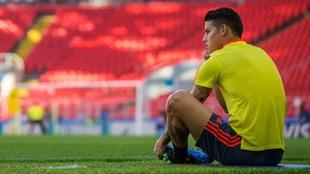 James Rodríguez mira al horizonte en un entrenamiento con la...