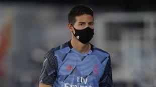 James, con mascarilla, en el último partido que estuvo con el Real...