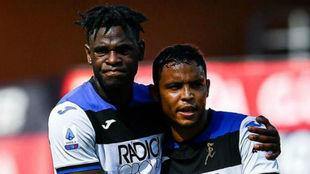 Duván Zapata y Muriel celebran un gol con el Atalanta
