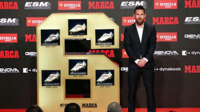Messi posa con sus seis Botas de Oro