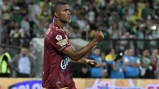 Danovis Banguero, celebra un gol con Deportes Tolima.