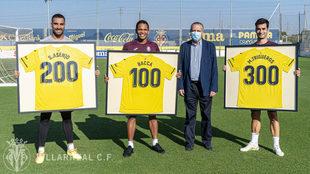 Asenjo, Bacca y Trigueros, junto a Fernando Roig, presidente del...