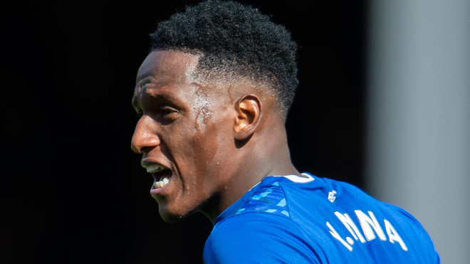 El defensor central Yerry Mina milita actualmente en el Everton de...