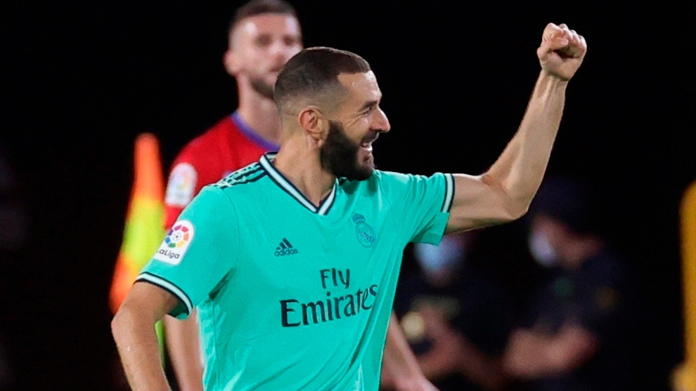 Karim Benzema celebra su gol contra el Granada.