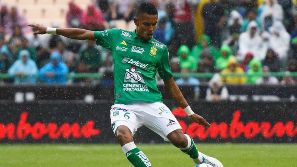 William Tesillo durante un encuentro de la Liga MX.