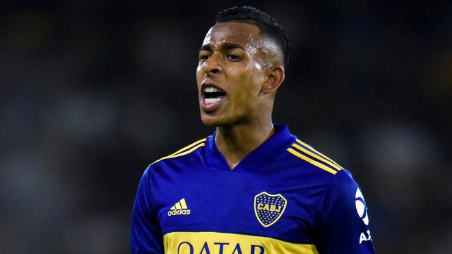 Sebastián Villa, en acción con Boca.
