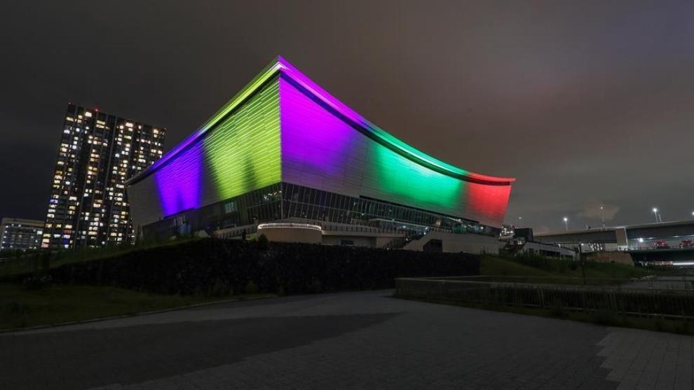 El Ariake Arena de Tokio iluminado.
