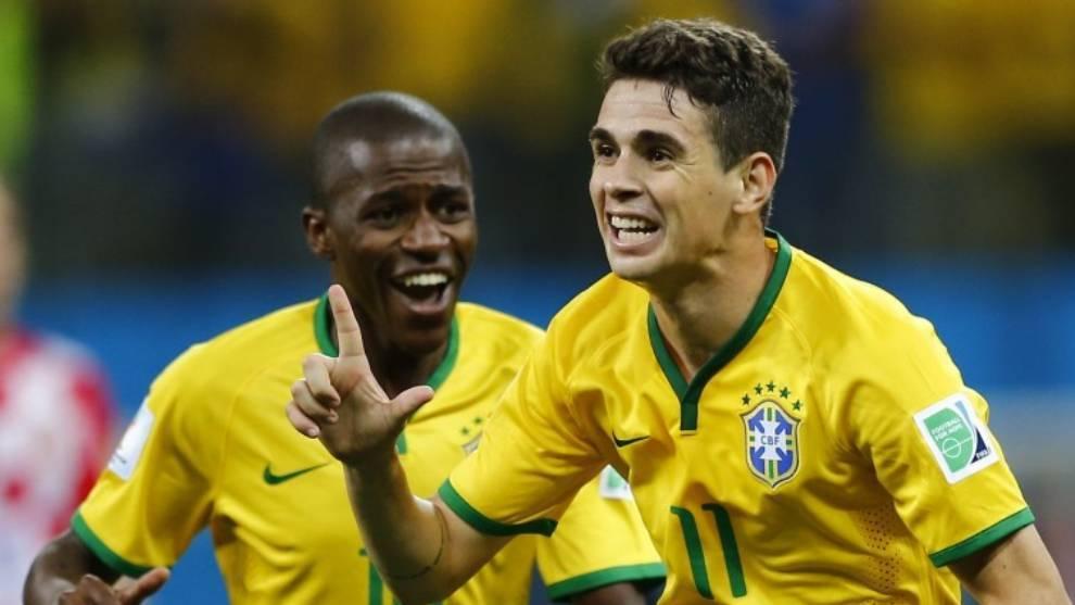 Óscar celebra un gol con la selección de Brasil