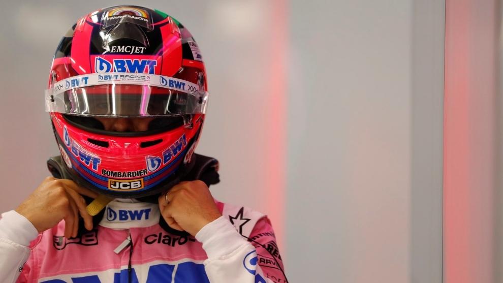 Sergio 'Checo' Pérez, con la indumentaria de la escudería Racing...