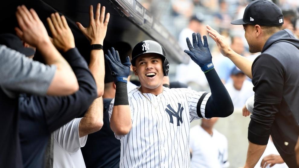 Giovanny Urshela, celebra una anotación con los Yankees de Nueva...