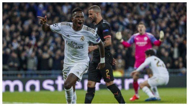 Vinícius festeja el gol de Isco al Manchester City en la ida en el...