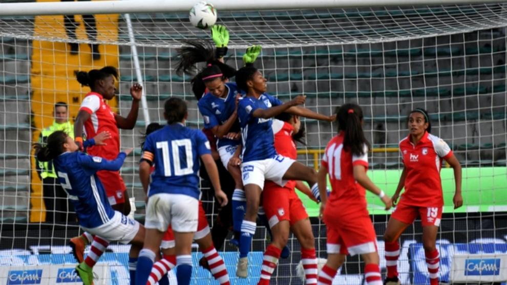 Partido entre Millonarios y Santa Fe en la Liga Femenina.