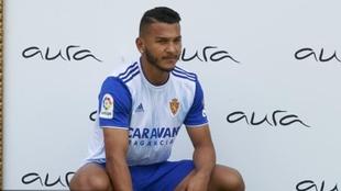 Luis Suárez en su presentación con Zaragoza.