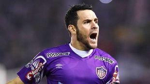 Sebastián Viera festejando uno de sus goles con Junior.