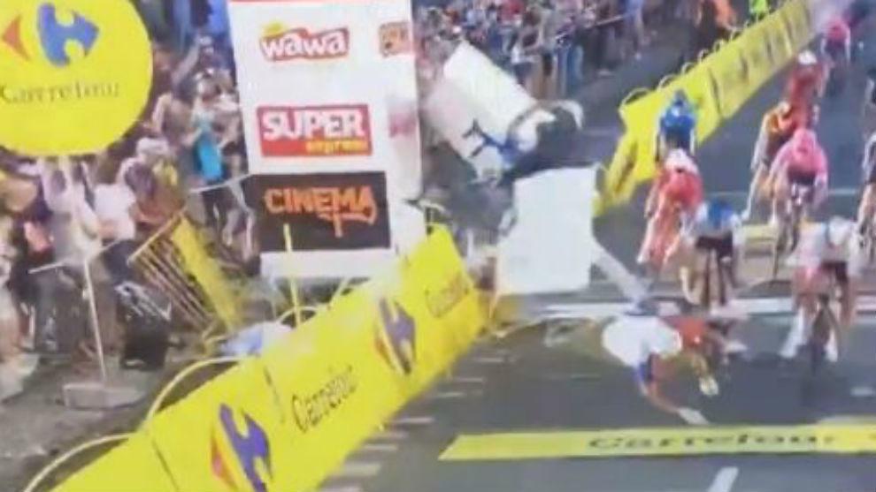 Momento de la caída en la Vuelta a Polonia.