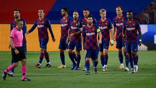 Los jugadores del Barcelona celebran uno de sus goles al Napoli