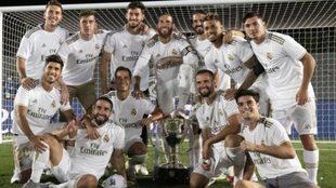 Los jugadores del Real Madrid celebra el título de Liga