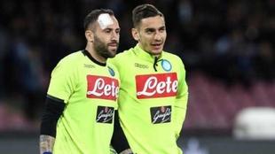 Davis Ospina y Alex Meret, durante un partido con el Nápoles.
